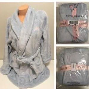 Victoria's Secret Cozy Plush Short Robe NWT